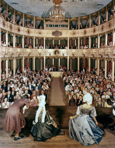 Interior_view_showing_audience_applauding_for_the_Asolo_Theater_cast_members_on_stage